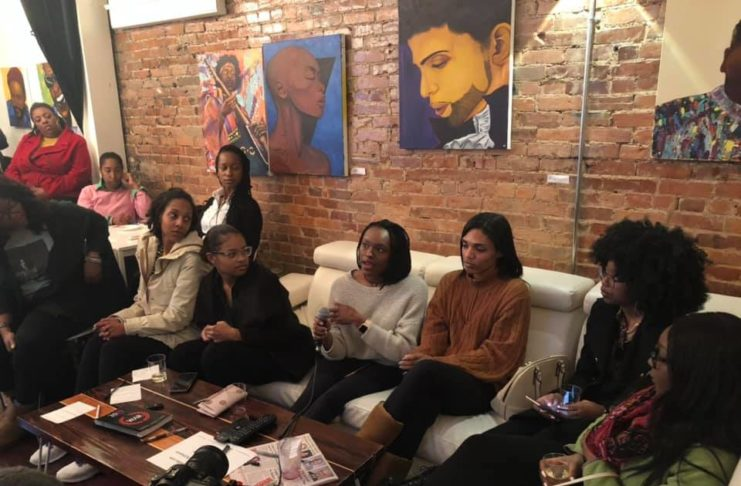 Attendees of Single in the Ville discussing dating in Nashville. (Photo by: Jason Luntz)